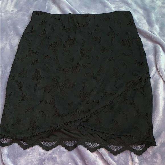 H&M Dresses & Skirts - Black lace mini skirt